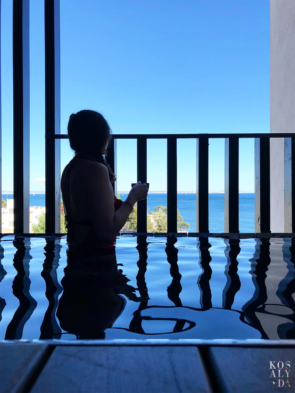 hotel avec piscine sur balcon
