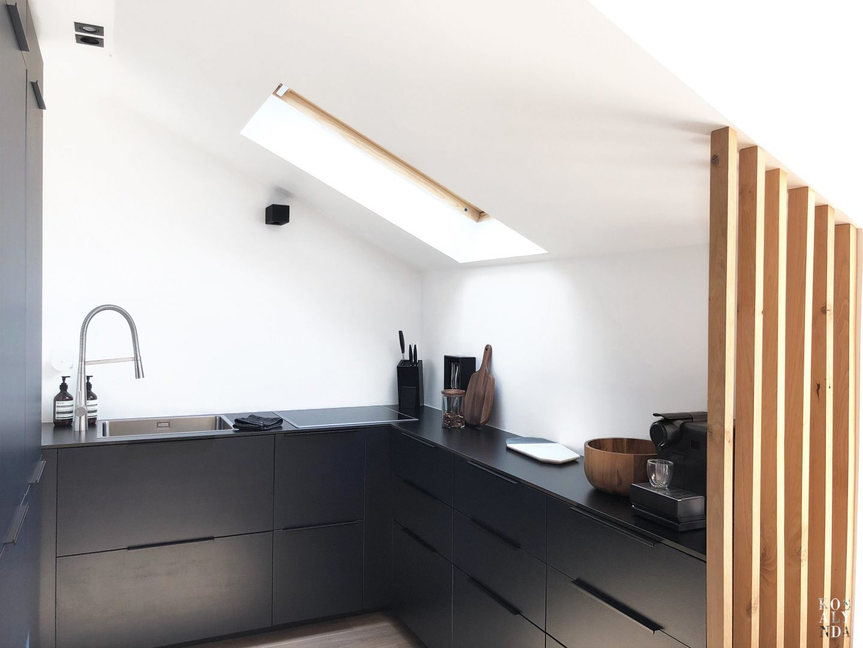 cuisine sous pente amenagee design minimaliste