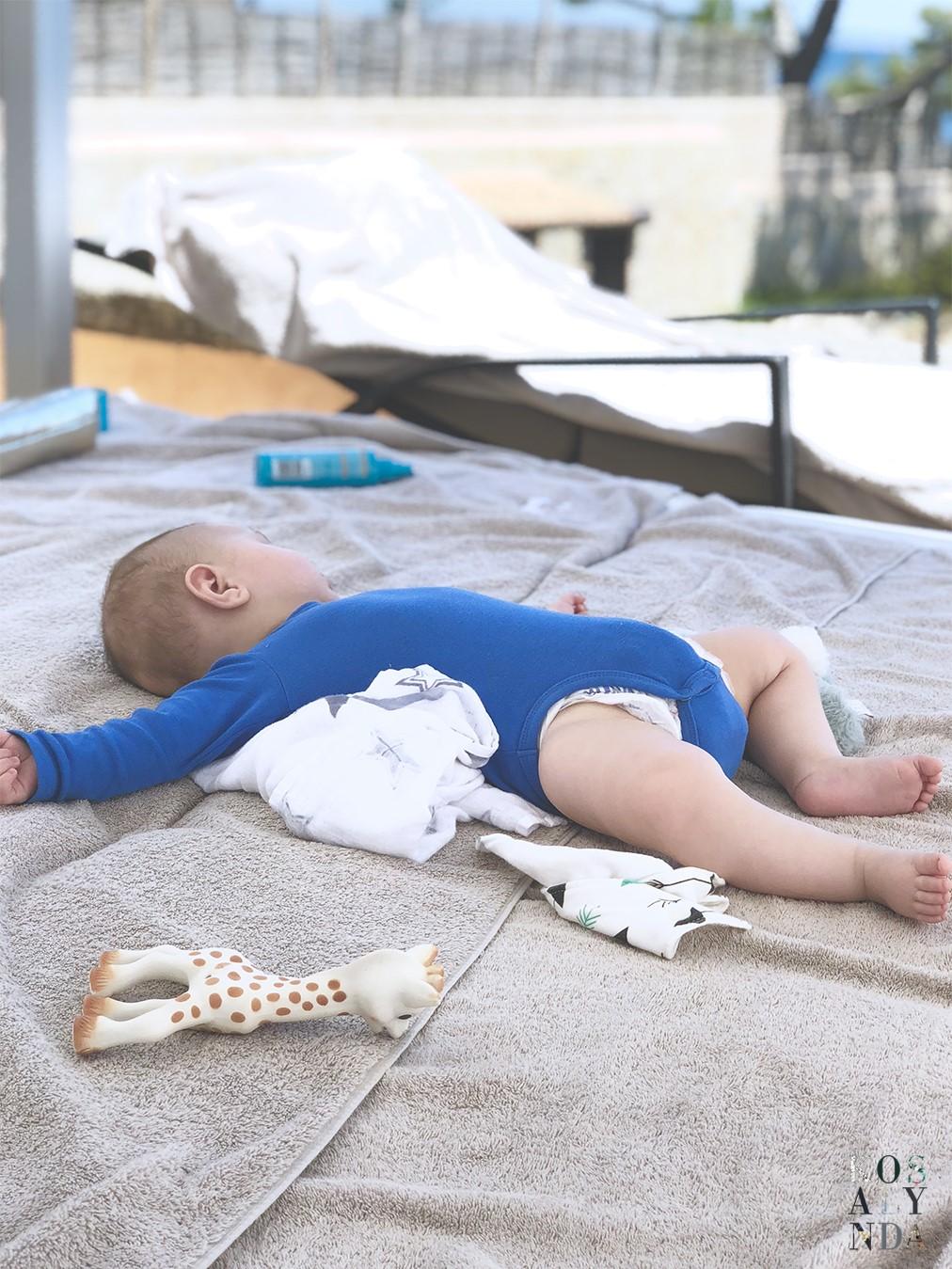 valise-bebe-vacances-soleil